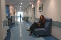 Придя на консультацию, вы не будете стоять в очереди. Но даже если врач задержится, вы отдохнете в удобном кресле, в приятном полумраке небольшого зала...